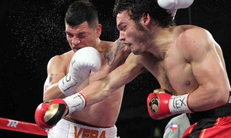 El mexicano Julio César Chávez Jr. confirmó su calidad de favorito al vencer por decisión unánime en la revancha al estadounidense Bryan Vera, en la pelea estelar en el Alamodome de esta ciudad.