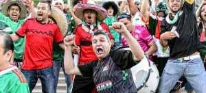 Aficion mexicana en el estadio Soldier Field de Chicago