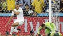 1-1. El fracaso de Capello marca el pase histórico de Argelia. EFE