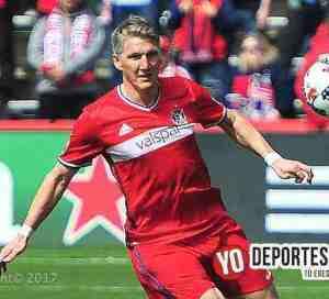 Bastian Schweinsteiger debuta con gol y festeja con la porra Sector Latino