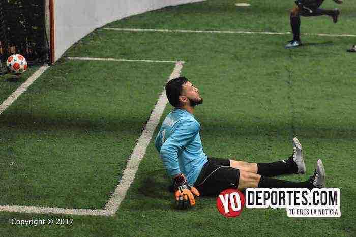 Back of the Yards-Pumas-Chitown Futbol portero