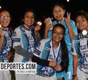 Real FC juegan medio tiempo y ganan tener lugar en Women Premier Academy Soccer