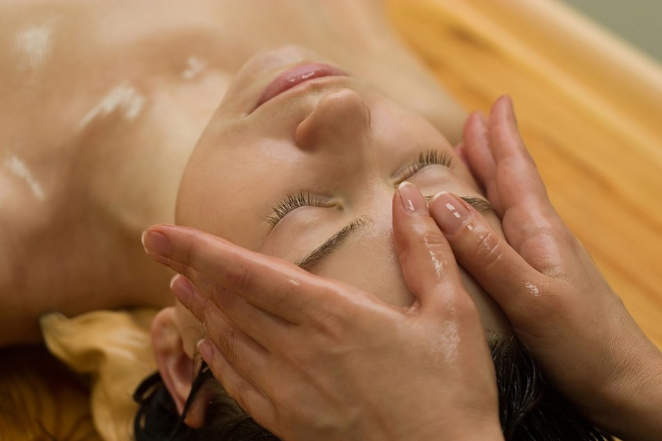 Ayurveda oil massage therapy