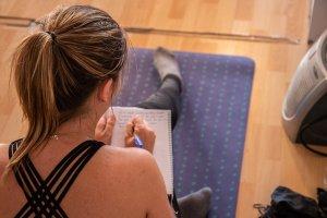 practicar en casa yoga con cris