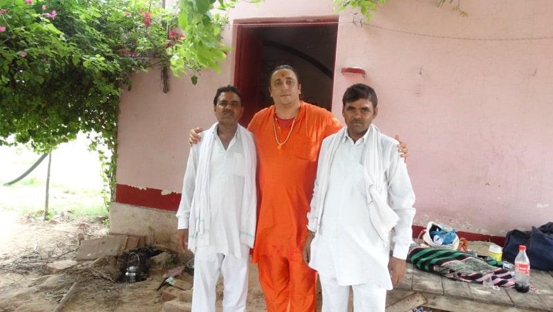 Davide R. Diesi (Swami) con Dottori del Villaggio di Dholpur