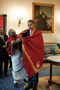 Barack Obama receives a red shawl from Sri Narayanachar Digalakote