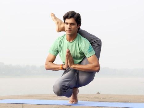 yogi souriant