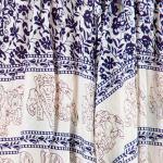 Hvit haremsbukse for yoga med blå elefantdetaljer 2