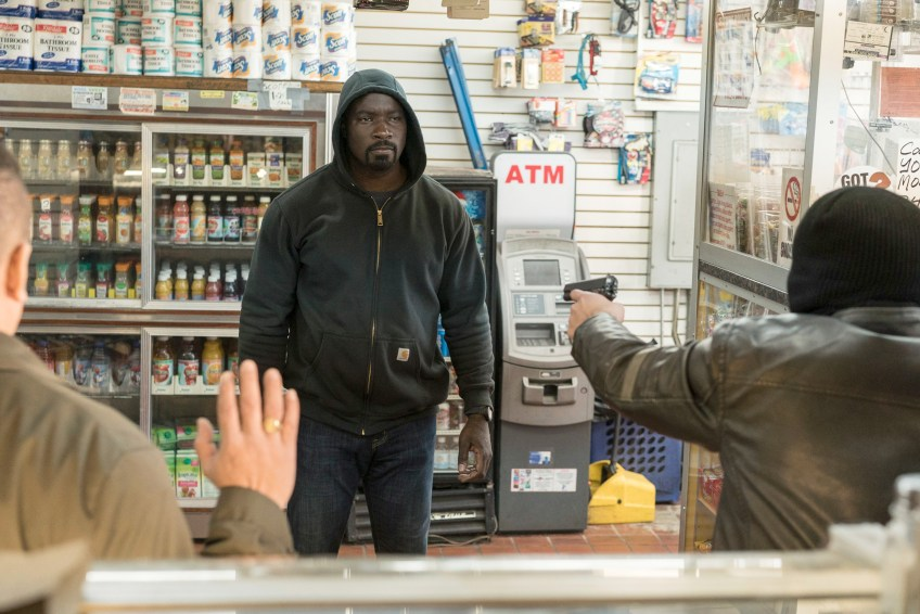 LUKE CAGE, (aka MARVEL'S LUKE CAGE), Mike Colter in'Soliloquqy of Chaos', (Season 1, episode 12, aired September 30, 2016), photo: Myles Aronowitz / ©Netflix / courtesy Everett Collection