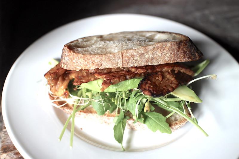 テンペベーコンのサンドイッチ