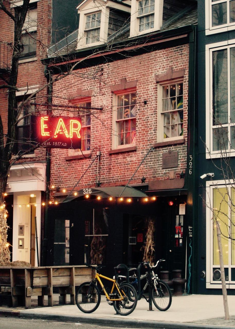 始まりはここから:マンハッタンで一番古いバー「Ear Inn」