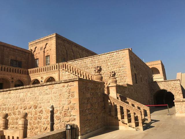 Tarihi kent mardinde gezilecek yerler mor gabriel manastırı
