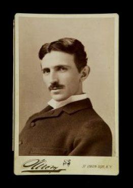 Nikola_Tesla_by_Sarony_c1893