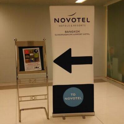 ノボテルホテル案内看板