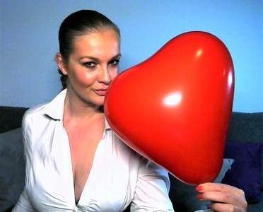 Latex Handschuhe und ein roter Ballon