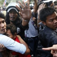 Four dead as Thai protesters force Yingluck Shinawatra to flee police compound