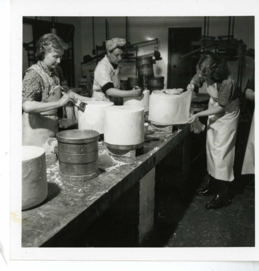 Women bandaging cheeses. Courtesy of Mary Dinsdale. Photo possibly by Bertrand Unne