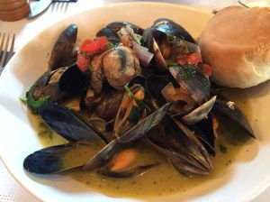 Palourdes clams and Irish mussels in a white wine and garlic sauce