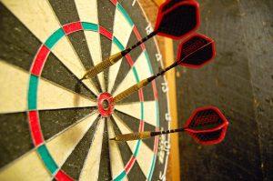 1280px-Darts_in_a_dartboard