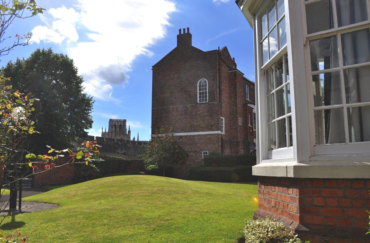 Feversham, Holiday Let, York Stay, York Minster View