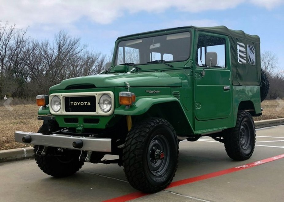 1982 Toyota FJ40 Front Corner