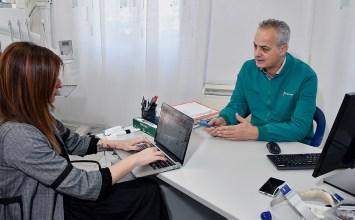 """Dr. Giuseppe Garrubba dentista a Firenze: """"a rivoluzionare l'odontoiatria è stata soprattutto la moderna implantologia""""."""