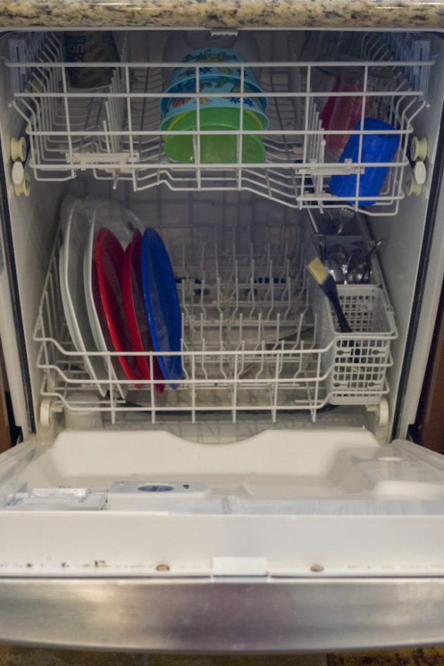 9 Commonly Missed Messes when Deep Cleaning the Kitchen