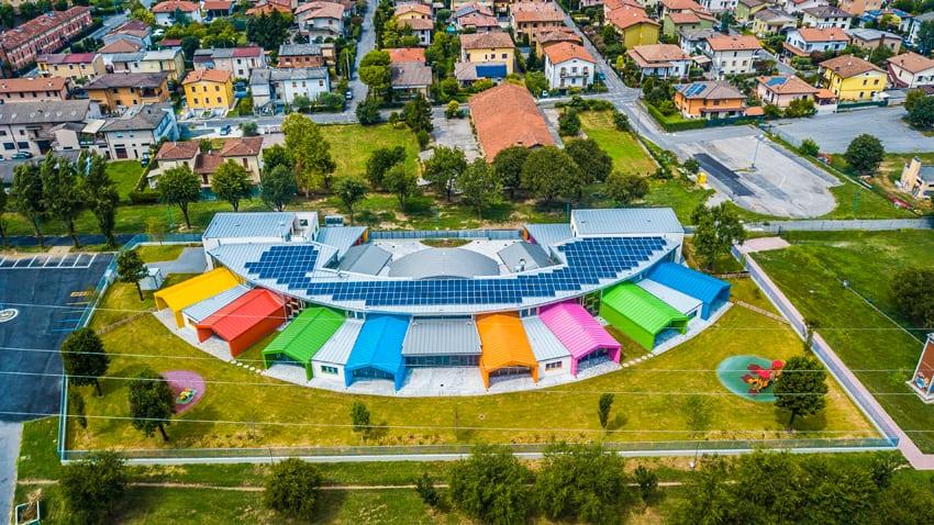 La scuola materna di Bagnolo Nella vista dall'alto
