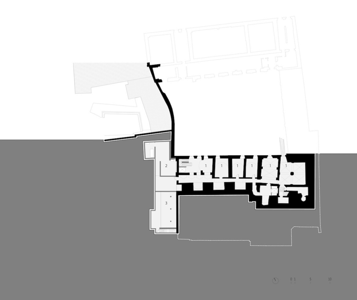 Piano interrato con (1) magazzini, (2) vani tecnici, (3) scavi archeologici