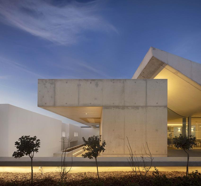 Casa das Freiras, un altro lavoro sempre nel settore residenziale realizzato con Archi+Concrete di Novacolor