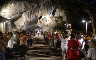 Grande partecipazione e gioia al primo incontro nella Grotta del Beato Claudio (vedi le foto)
