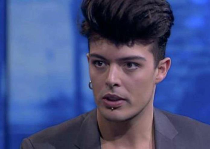 Stash is the frontman of The Kolors, let's find out more about him and his private life starting from the question is he engaged?