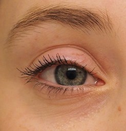 Benefit They're Real! Mascara on lashes