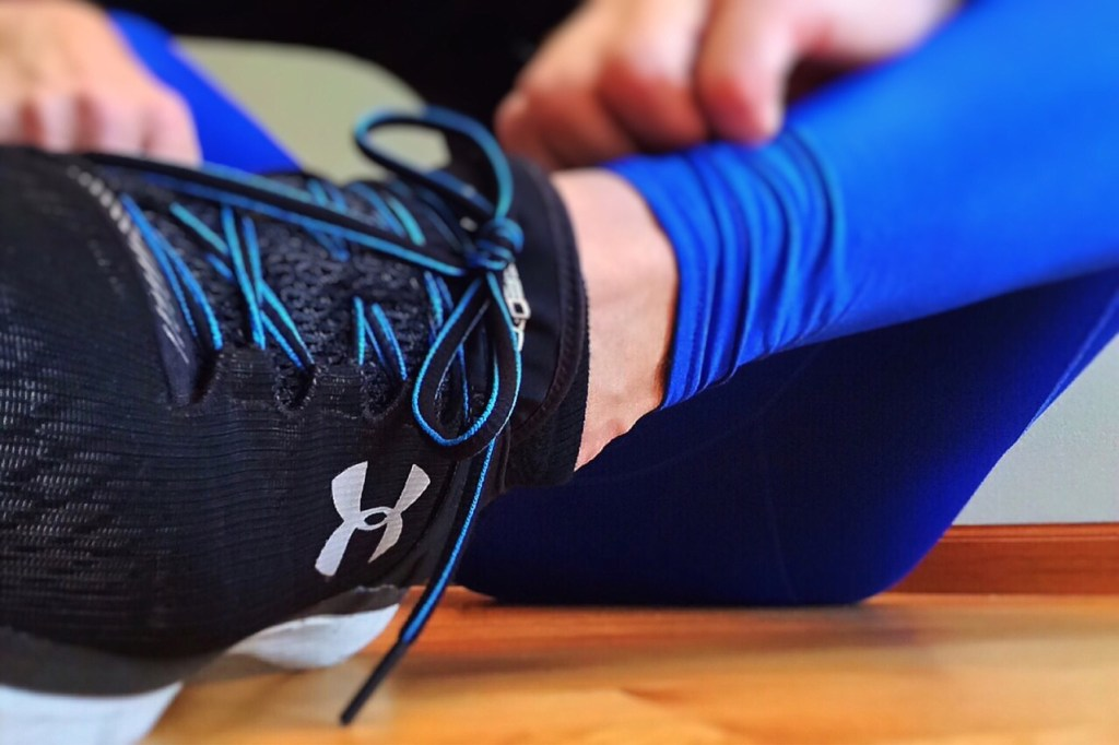 Sneakers and blue leggings move it monday body weight exercises younfolded blog