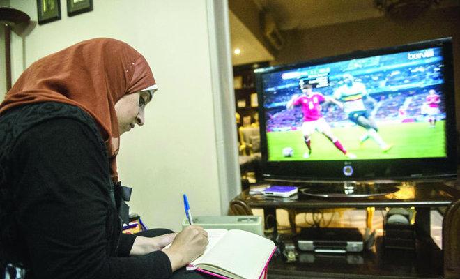 La double vie de Manar Sarhan: dentiste le jour, experte de football la nuit