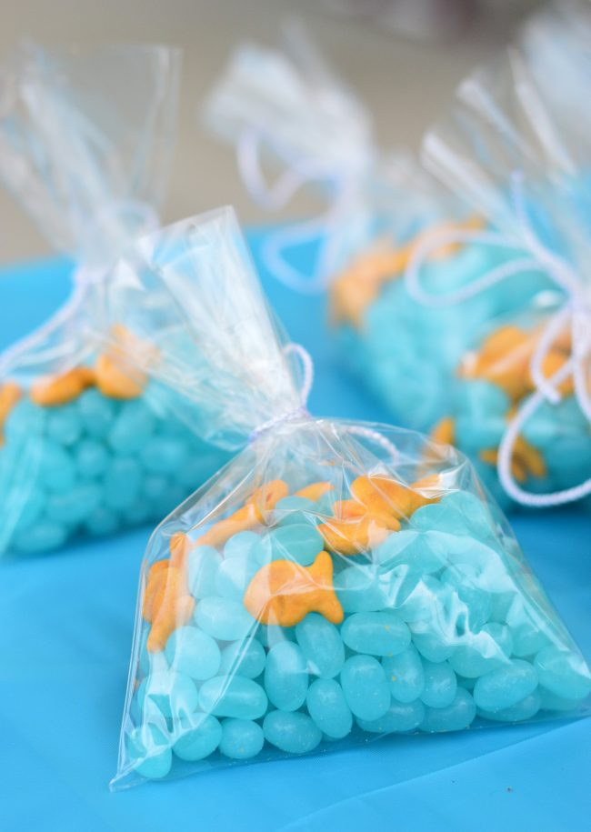 """Under the Sea"" Treats Goodie Bags with Jelly Bellies and Goldfish Crackers - fun summer party favors! 