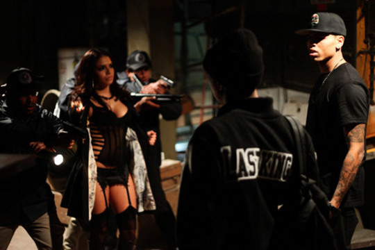 No set de Browns Tyga & Chris Wonder Woman Video Shoot