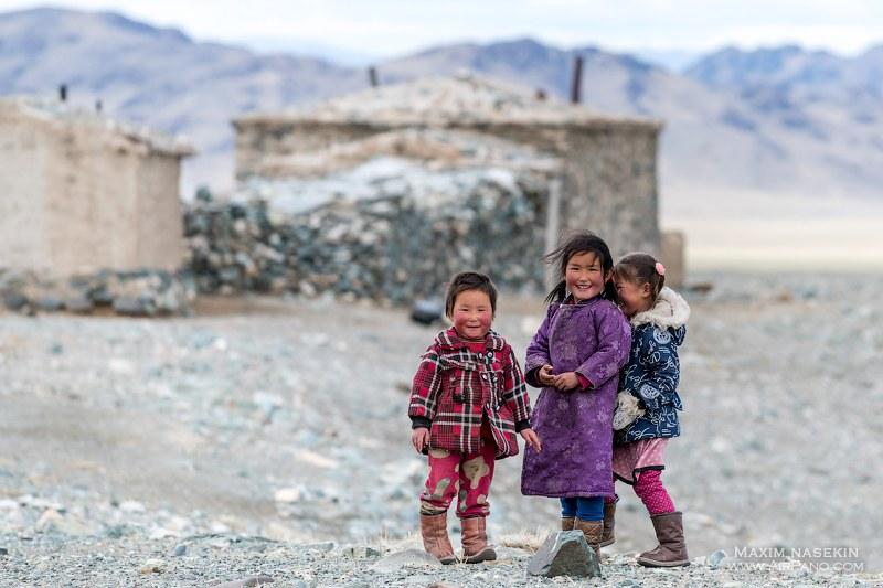 Children in the Gobi desert