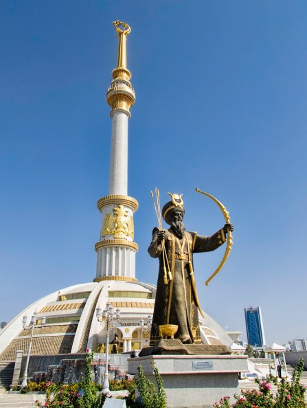 A statue of Oghuz Khan in Ashgabat