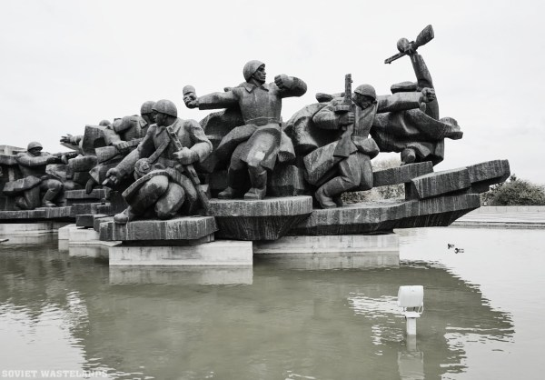 One of the many Soviet monuments in Kiev - The city of Domes