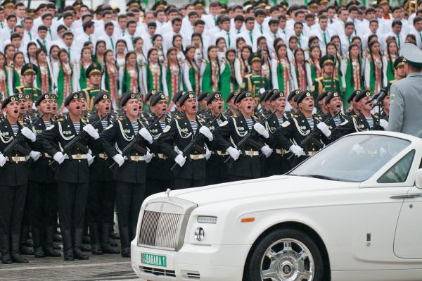 A parade, or the way to visit Turkmenistan in style