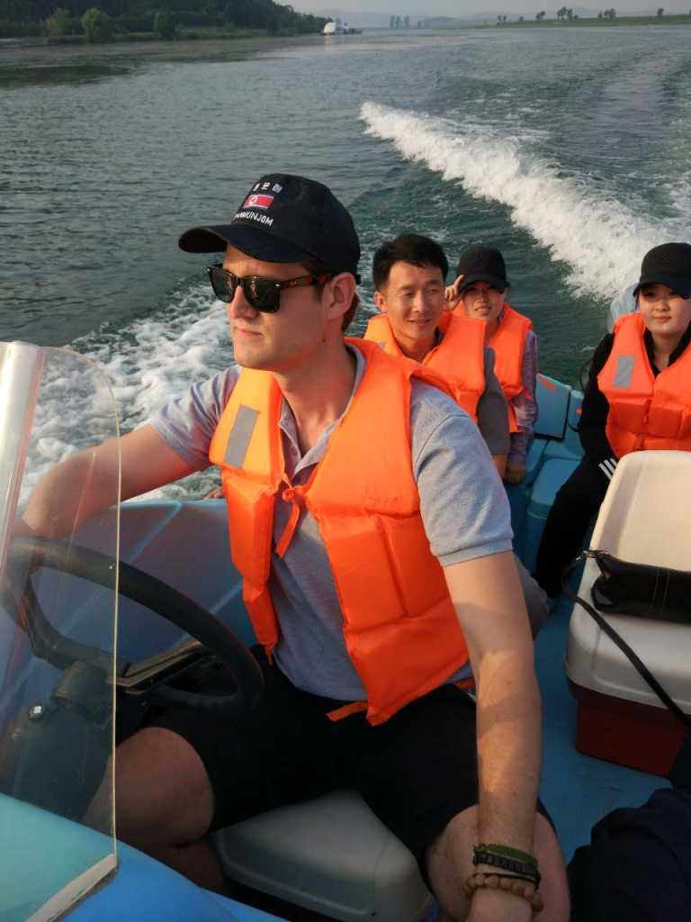 Speed boat on Taedong River