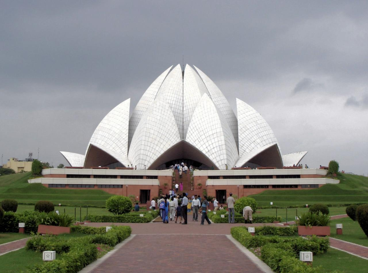 10 Wonderful Buildings In Pakistan Amp India