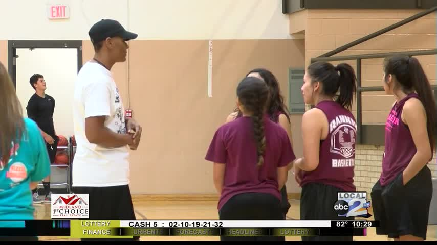 Former WNBA Player Returns to Roots_32439511