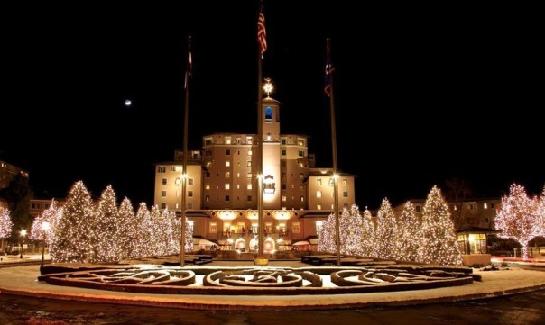 broadmoor hotel decorated for Christmas