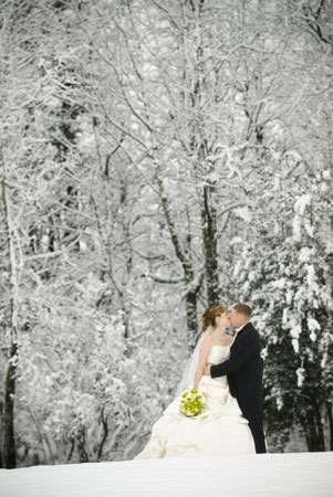 https://i2.wp.com/www.yourengagement101.com/daily-101/files/2009/03/winterwedding11.jpg