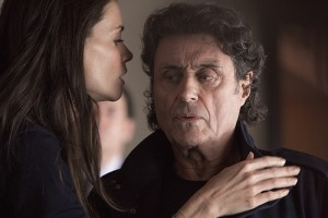 Katie Holmes as Paige and Ian McShane as Finney in Ray Donovan (Season 3, Episode 01). - Photo: Michael Desmond/SHOWTIME - Photo ID: RayDonovan_301_1379.R