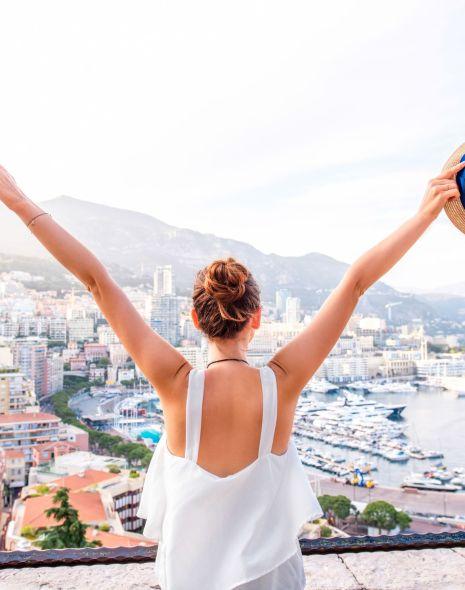 girl traveling the world