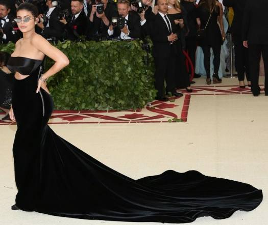 Kylie Jenner wearing tiny nonfunctional '90s-style sunglasses at the 2018 Met Gala
