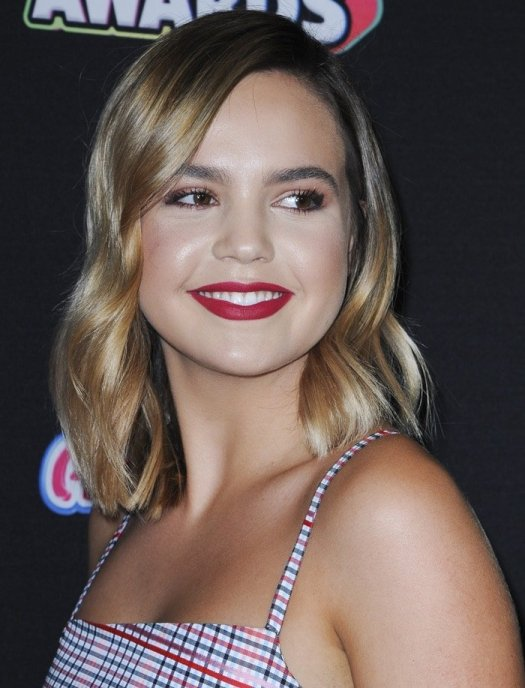 Bailee Madison with die parted light wavy tressesat the 2018 Radio Disney Music Awards held in Los Angeles on June 22, 2018